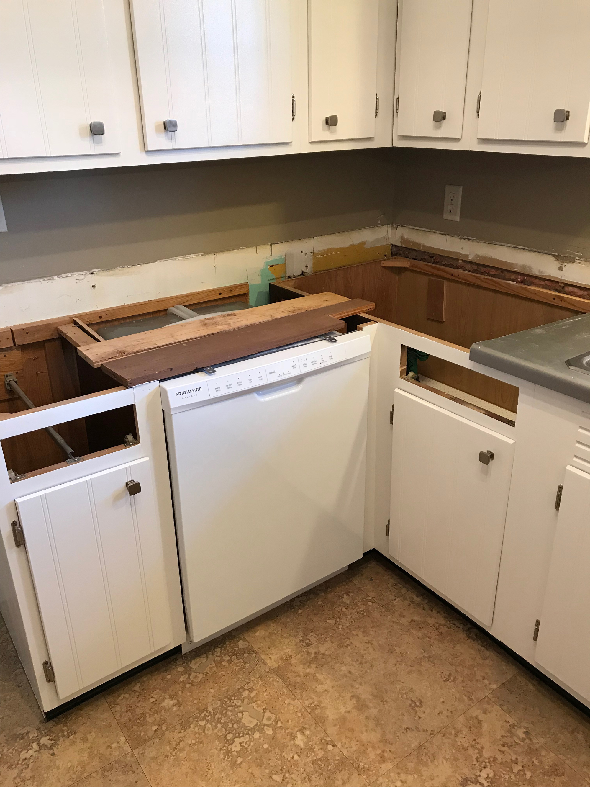 Removing The Old Countertop Was An Exercise In Contortion And A Test Of My Brute Strength Top Attached To Base Cabinets With Long S