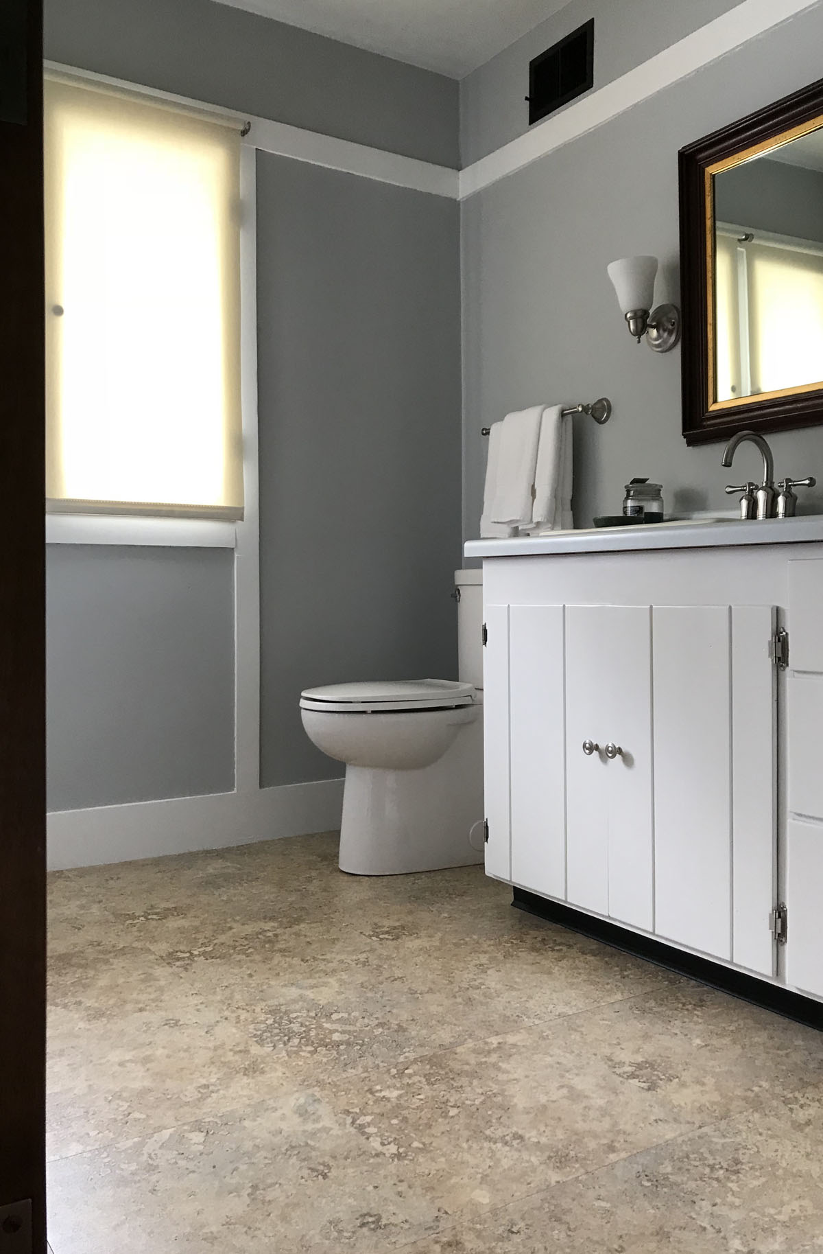 The bathroom at the Delbert Meier House before remodeling